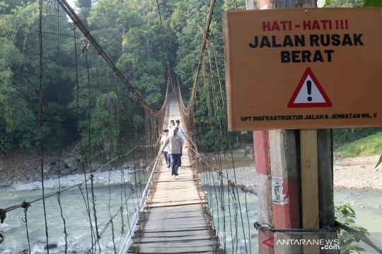 Jembatan gantung rusak di Bogor