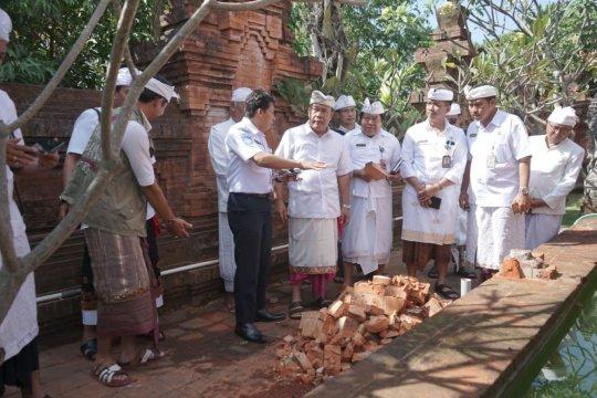Pura Agung Lokanatha Denpasar rusak akibat gempa bumi