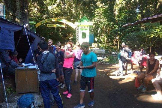 Sebanyak 2.094 turis asing mendaki Gunung Rinjani