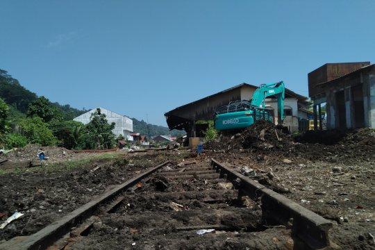 Menghidupkan kembali stasiun kereta tua Poeloe Ajer
