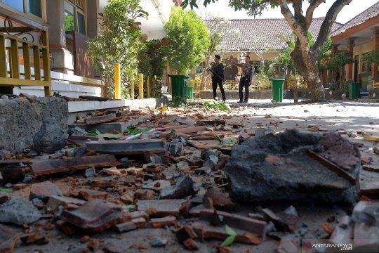 Sekolah rusak akibat gempa Bali