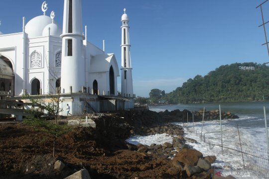 Abrasi pantai Padang