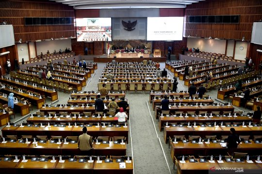 Paripurna DPR tunda persetujuan RUU SDA