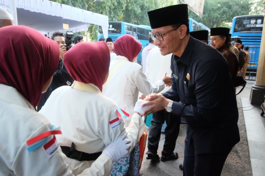 Wawali lepas kloter terakhir calon haji Mataram