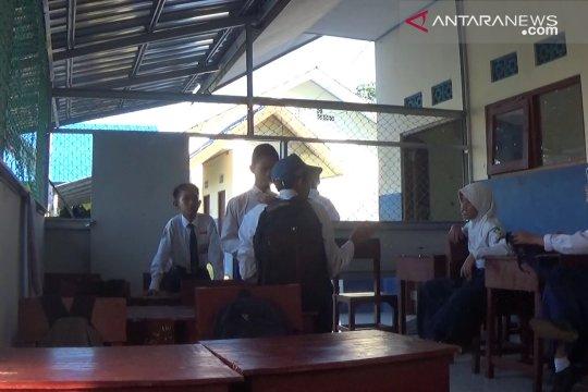 Siswa SMPN 7 Kotabaru tempati bangunan darurat