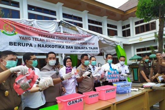 Kejari Denpasar musnahkan barang bukti dari 155 berkas perkara