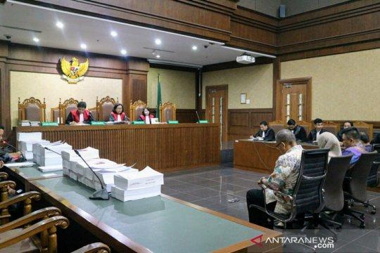 Tiga pejabat Kementerian PUPR dinilai terbukti terima suap