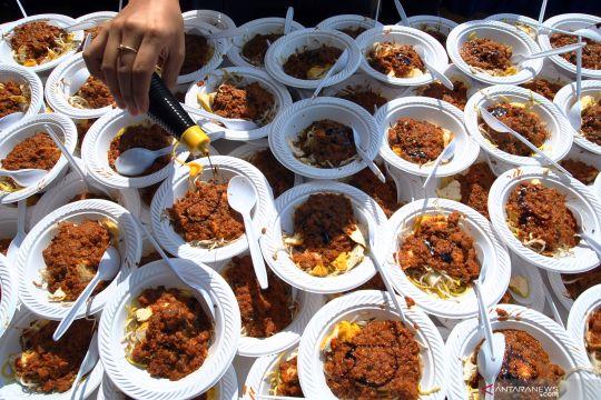 Sebanyak 4.000 porsi tauge goreng dibagikan gratis  di Bogor