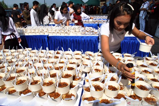 Festival kuliner 4.000 porsi tauge goreng