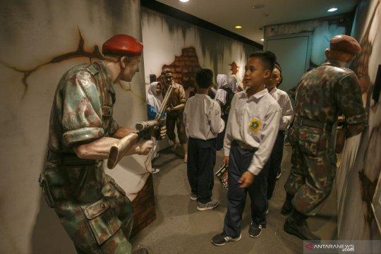 Masa Orientasi Siswa bernuansa edukatif dengan mengunjungi museum
