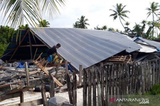 Rumah rusak akibat gempa di Maluku Utara
