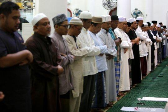 Umat Islam laksanakan Salat Gerhana