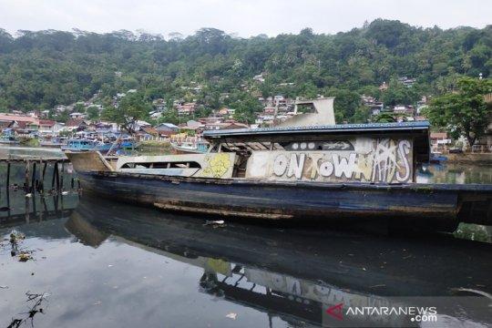 Pengunjung keluhkan bangkai kapal di Muaro Padang