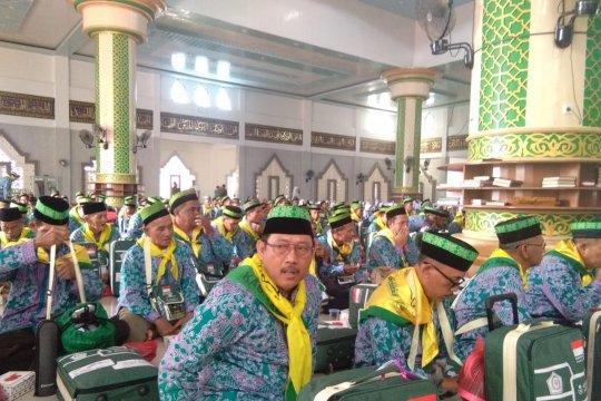 Dua CJH Kepri berangkat ikut rombongan Sambas
