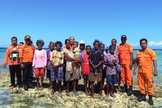 Operasi SAR Biak evakuasi 14 korban selamat perahu motor
