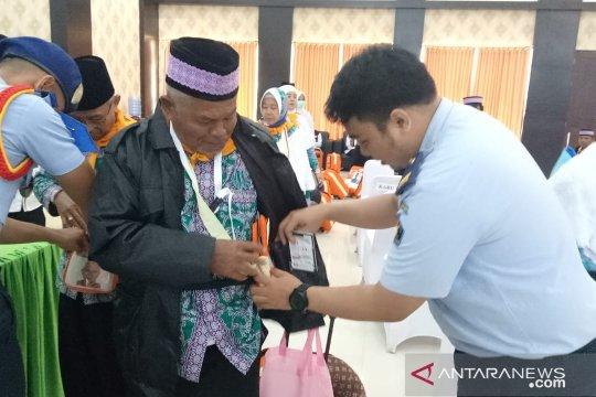 Satu sakit, calhaj Papua tak utuh diberangkatkan menuju Tanah Suci