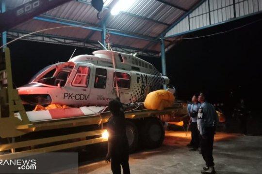 Badan helikopter jatuh di Lombok dievakuasi ke Lanud ZAM