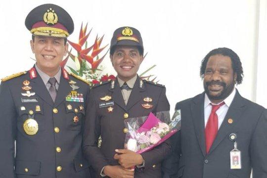 Listra Kogoya, perempuan pegunungan Papua dilantik jadi perwira