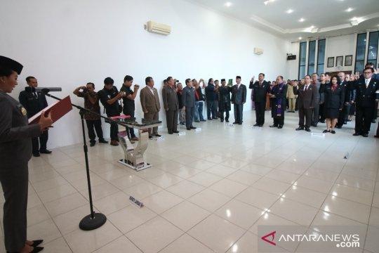 Bupati Landak lantik 13 pejabat pimpinan tinggi pratama