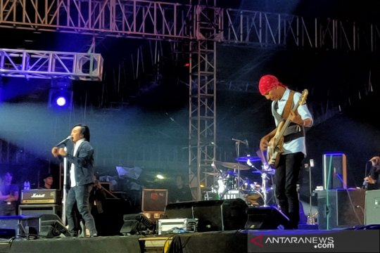 "Dewa 19 hibur ""adik-adik"" milenial di We The Fest 2019"