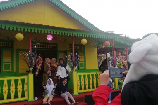 """Rumah kebaya jadi """"spot"""" favorit berfoto pada Lebaran Betawi"""