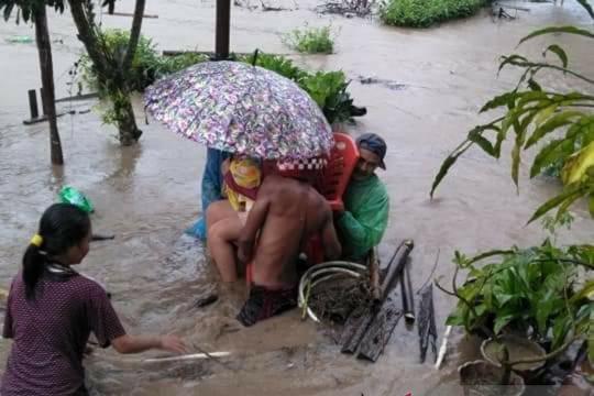 Bupati Banggai perintahkan OPD bantu korban banjir