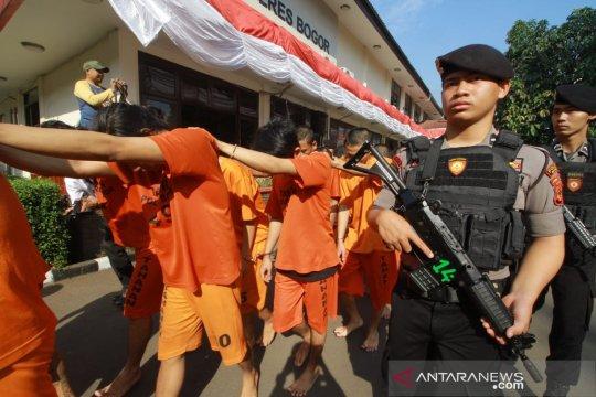 Polisi ungkap pabrik ekstasi dan ineks rumahan di Bogor