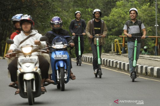 Transportasi Grab Wheels di kawasan Universitas Indonesia