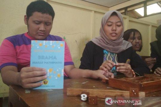 Empat mahasiswa UMK ciptakan alat belajar braille matematika