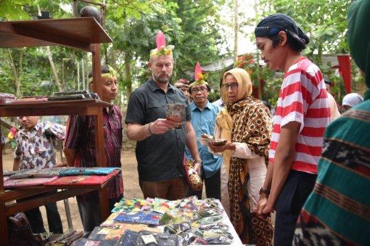 Wakil Dubes Australia kunjungi Tanoker destinasi wisata perdamaian