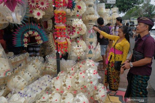 Menjelang Hari Galungan di Bali