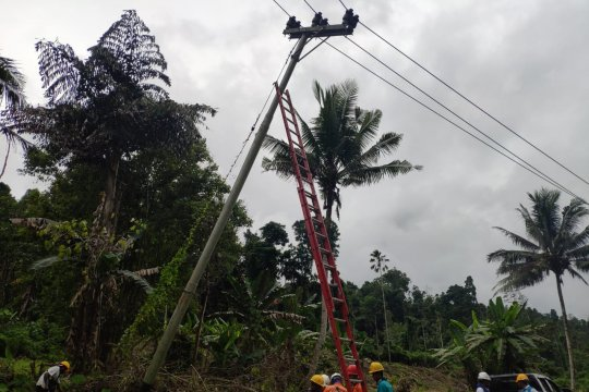 PLN MMU pulihkan kelistrikan di Halmahera Selatan