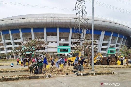 Terbengkalai, Stadion GBLA akhirnya dibersihkan