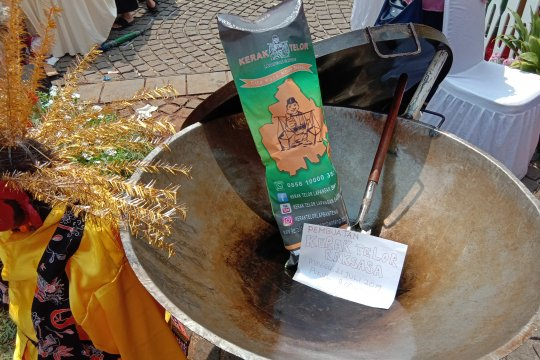 Kuliner raksasa kerak telur meramaikan Lebaran Betawi 2019