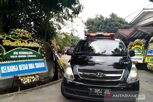 Jenazah Arswendo diberangkatkan ke Bintaro untuk misa requiem