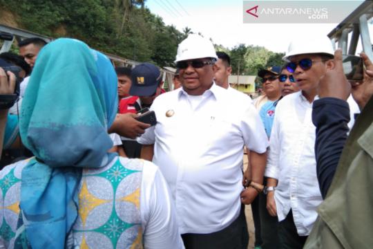 Gubernur Sultra siap bantu warga tangani jalan putus di Sampara