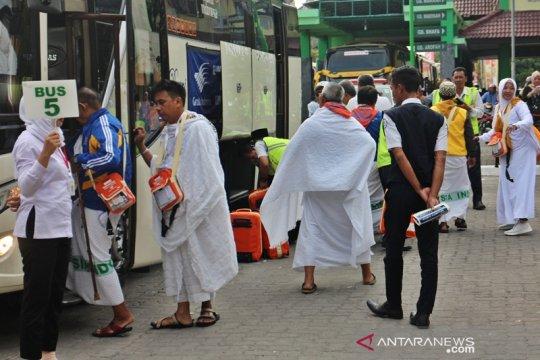 Embarkasi Surakarta mulai berangkatkan jemaah calon haji gelombang dua