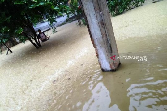 Banjir dan longsor landa Simeulue Aceh, ratusan rumah terancam rusak