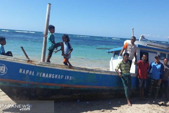 Kapal ikan tanpa awak ditemukan terdampar di Pulau Sabu