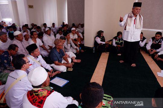 Bimbingan ibadah di pondokan tanah Mekkah