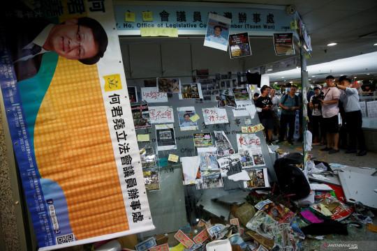 Penyerang anggota parlemen Hong Kong dihukum sembilan tahun