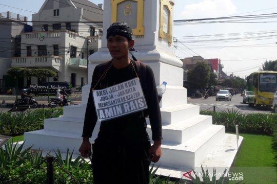 Pemuda Blora jalan kaki Yogyakarta- Jakarta demi nazar Amien Rais