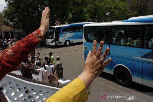Kemenag Garut lepas pemberangkatan keempat sebanyak 297 calon haji