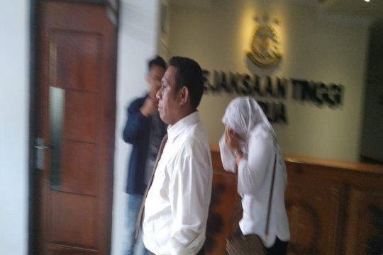 Kejati Papua tahan dua tersangka korupsi KPU Sarmi sekitar Rp33 miliar