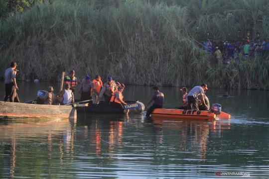 Pencarian pesawat jatuh di sungai Cimanuk