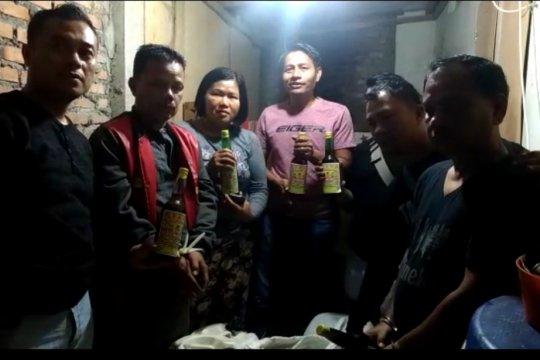 Polisi tangkap dua bersaudara diduga edarkan minuman beralkohol ilegal