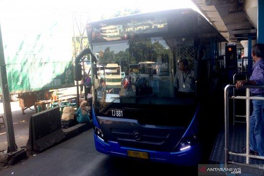 """TransJakarta tambah fasilitas """"Top On Bus"""" di rute non-BRT"""