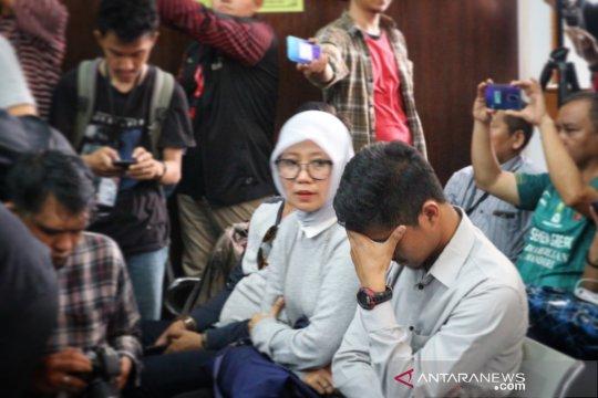 Istri dan anak Jokdri menangis dengar hakim vonis 18 bulan penjara