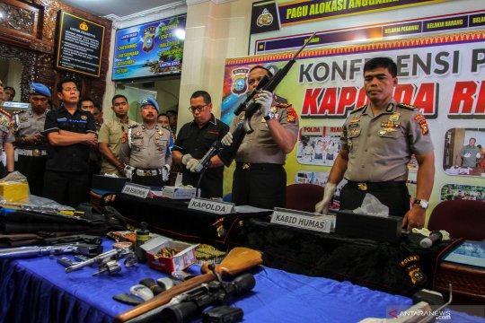 Polda Riau beri penghargaan polisi tertembak saat penggrebekan narkoba