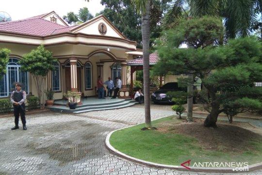 KPK menggeledah rumah Gubernur Kepri nonaktif Nurdin Basirun